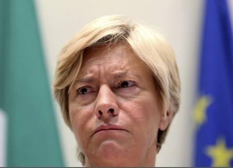 """وزيرة الدفاع الإيطالية: أتمنى فوز """"كلينتون"""" بالانتخابات الأمريكية"""