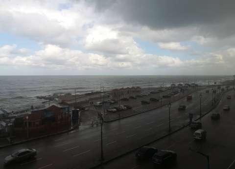 الطقس السيئ: أمطار غزيرة تعطل الحياة بالمحافظات الساحلية