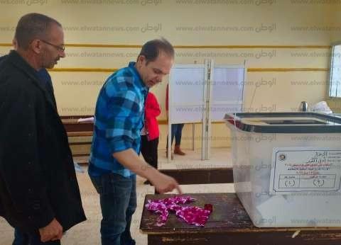 """رامي إمام لـ""""الوطن"""": """"المشاركة في الاستفتاء واجب وطني.. والزعيم صوّت"""""""