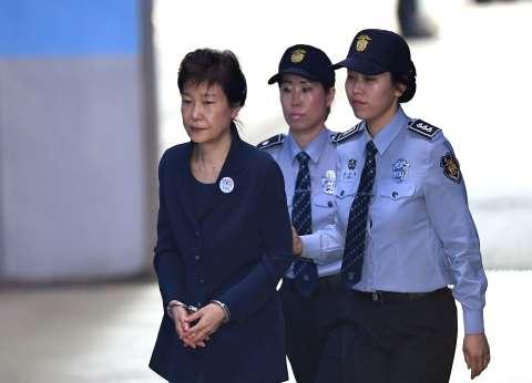 بسبب الرشوة وصديقتها.. قصة سجن رئيسة كوريا الجنوبية السابقة 24 عاما