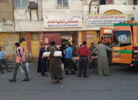 المرضى يصرخون من أمام «مستشفى المنيا العام»: «ملناش مكان فيه»