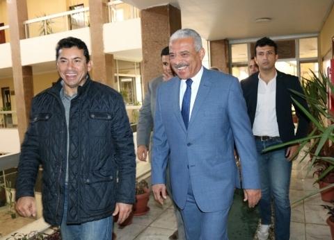 وزير الشباب والرياضية يزور مبنى محافظة السويس