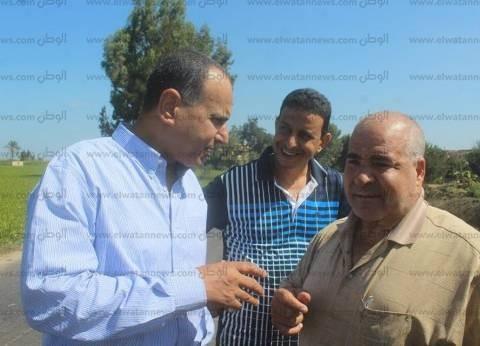 بالصور| مساعد محافظ كفر الشيخ يتابع إصلاح هبوط أرضي بطريق شباس الملح