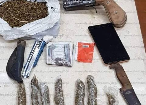 """ضبط كيلو """"بانجو"""" وأسلحة نارية وبيضاء بحوزة عامل في الدقهلية"""