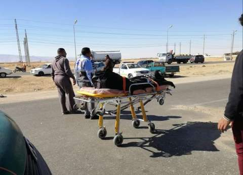 مصرع 7 وإصابة 23 آخرين في تصادم سيارتين بالبحيرة