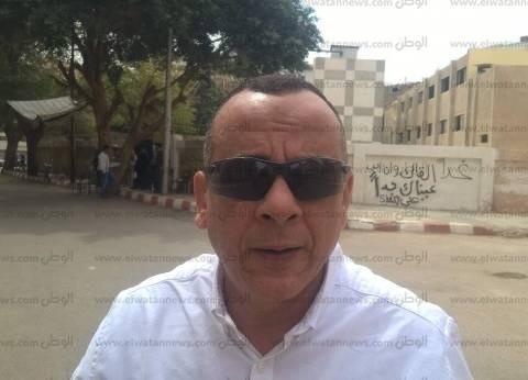 الأمين العام للمجلس الأعلى للآثار يدلي بصوته في قنا