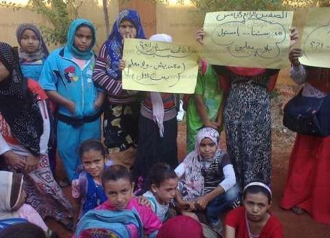 بالصور| 300 طالب بأسيوط ينظمون وقفة اعتراضا على أوضاع التعليم بالمدرسة