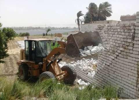 إزالة 13 حالة تعد على الأرض الزراعية بمطاي في المنيا