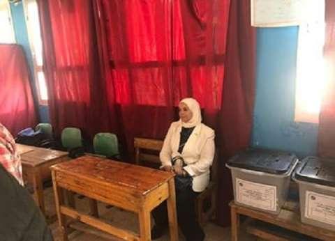 """شقيقة السيسي تدلي بصوتها في """"استفتاء الدستور"""""""