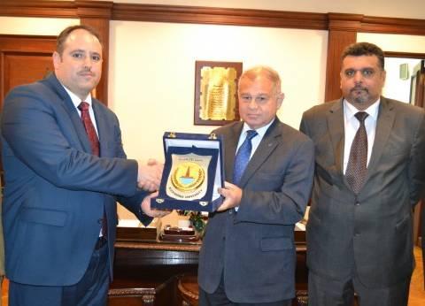 رئيس جامعة الإسكندرية يستقبل قنصل العراق