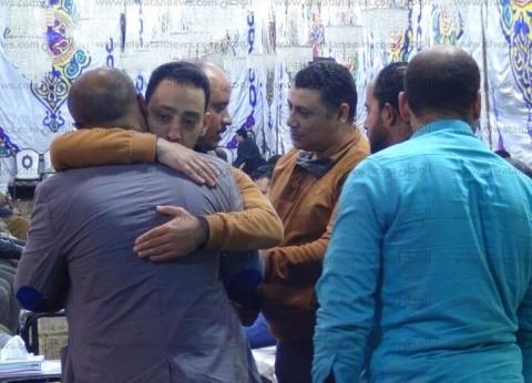 """أسرة أحد ضحايا حادث """"محطة مصر"""" تتلقى واجب العزاء في المنصورة"""