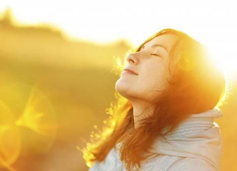 دراسة: تعرض النساء لأشعة الشمس يسبب السرطان