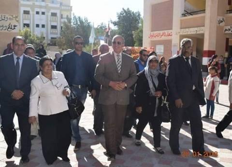 محافظ البحر الأحمر يتفقد مشروع تطوير العشوائيات بمدينة القصير