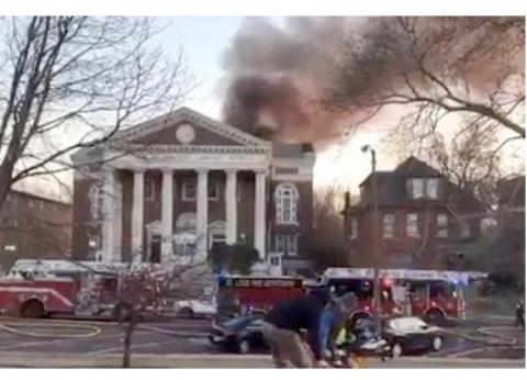 حريق هائل في مكتبة مخطوطات أمريكية كبرى