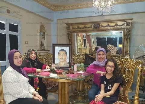 أسرة الشهيد محمد هارون تضع صورته على مائدة إفطار أول أيام رمضان