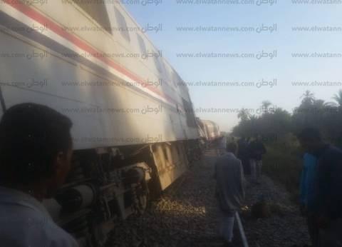مصدر: خطأ بنظام الإشارات وراء خروج قطار أسوان عن مساره