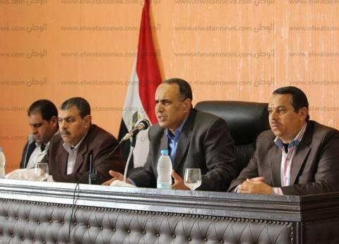 بالصور| رئيس مدينة دسوق يناقش شكاوى الأهالي ويوجه نوابه بحلها