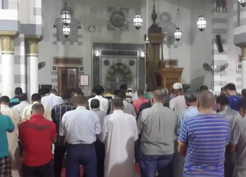 المئات يؤدون صلاة الخسوف في مساجد كفر الشيخ
