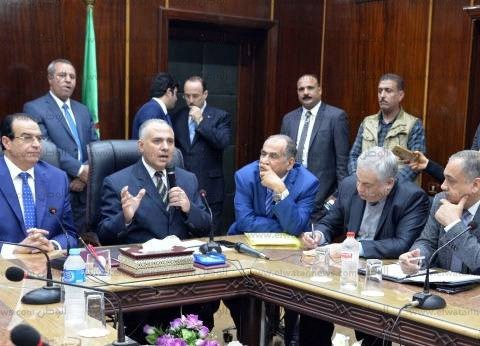 وزير الري يتفقد مراسي محطات الأتوبيس النهري وممشى أهل مصر بالمنصورة