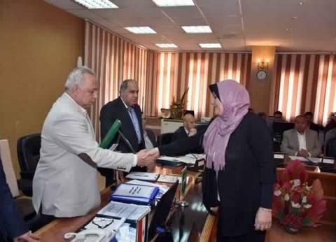 محافظ الشرقية يكرم مدير مكتبة مصر العامة بالزقازيق