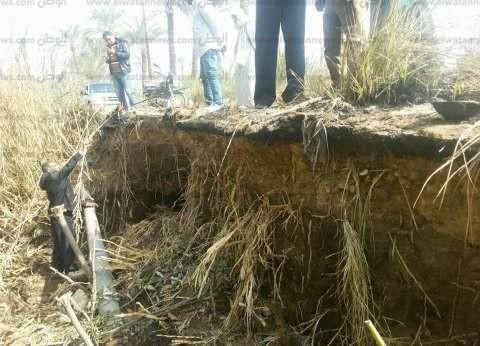 بالصور| غلق طريق فرعي بين قريتين في بني سويف عقب انهيار أجزاء منه