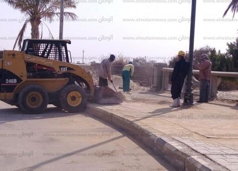 بالصور| رئيس مدينة رأس سدر يتابع أعمال نظافة شارع الكورنيش