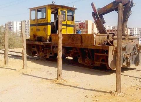 بالصور| بدء إغلاق مزلقانات السكة الحديد العشوائية بالسويس