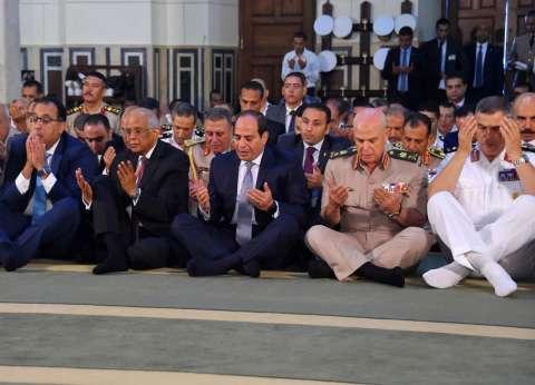 صور| السيسي يؤدي صلاة العيد بمسجد محمد كريم برأس التين في الإسكندرية