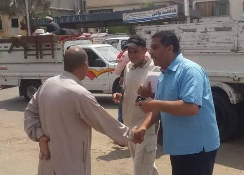 رئيس مدينة السرو بدمياط يمنع أصحاب التريلات من الوقوف بجانبي الطريق