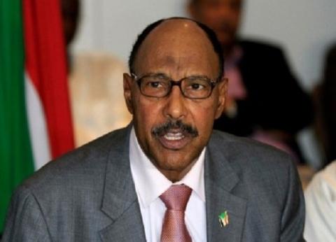 بعد إعلان الجيش السوداني اعتقاله.. من هو وزير الدفاع الأسبق؟
