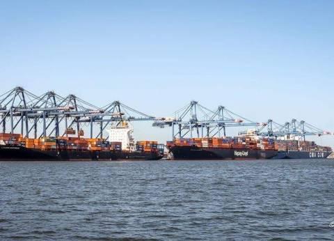 استمرار أعمال الشحن والتفريغ بميناء دمياط رغم سوء الأحوال الجوية