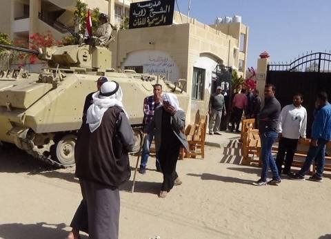 مواطنون يخصصون سياراتهم لنقل سكان قرى وسط سيناء إلى لجان الانتخابات