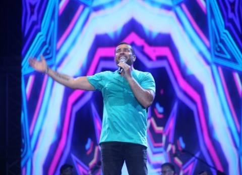 """عمرو دياب يتصدر مبيعات """"آي تونز"""" بـ4 أغنيات.. واختفاء تامر حسني"""