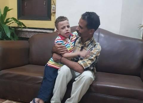 """بعد يوم من غيابه.. """"أمن القاهرة"""" يعيد طفلا تائها لأسرته بالدرب الأحمر"""