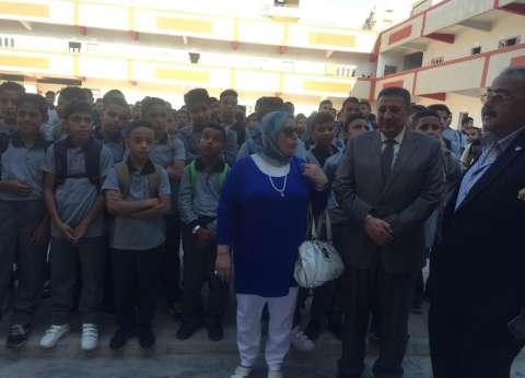 بالصور| التزام بأول يوم للدراسة بـ161 مدرسة فترتين في الإسكندرية