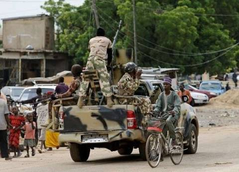 مئات النيجيريين يفرّون بعد إحراق بوكو حرام لقريتهم
