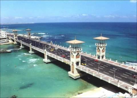 """""""السياحة"""" بالإسكندرية: رحلات اليوم الواحد تمثل 70% من إشغالات الشواطئ"""
