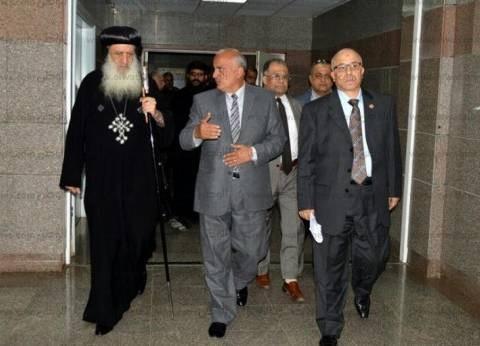 رئيس جامعة طنطا والأنبا بولا يزوران مصابي تفجير كنيسة مارجرجس