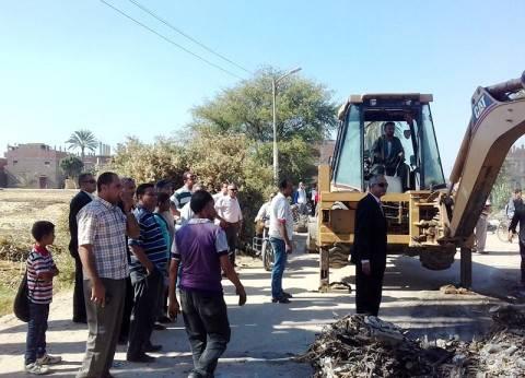 """سكرتير محافظة سوهاج يبحث مشاكل قرية """"إدفا"""""""