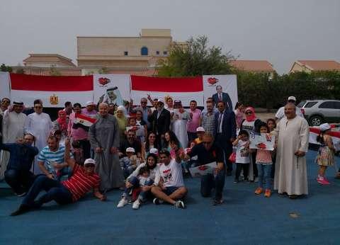 بالفيديو| حبا في مصر.. أميرة بحرينية توزع التمر والقهوة على الناخبين