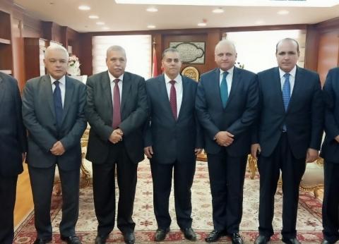 عميد حقوق القاهرة يهنئ المنشاوي برئاسة النيابة الإدارية
