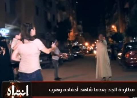 بالفيديو| هجوم بـ«الجزمة» على منى عراقي وفريق برنامج «انتباه»