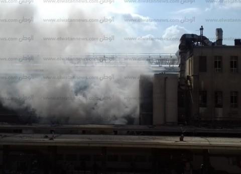 بالصور| حريق بأحد جرارات السكة الحديد في محطة مصر
