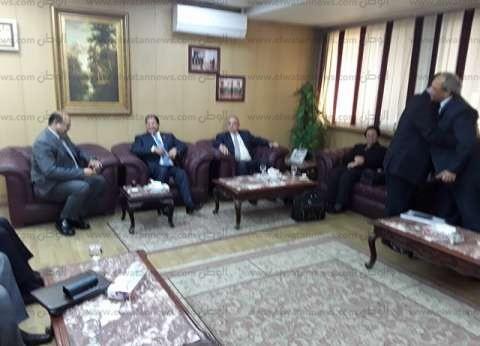 وزير التنمية المحلية يجتمع مع 5 محافظين في الغربية