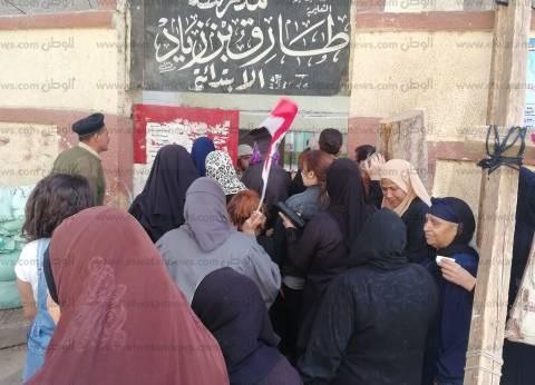 """مواطن بعد تصويته في شبرا: """"شغلي وزحمة المواصلات معطلتنيش عن المشاركة"""""""