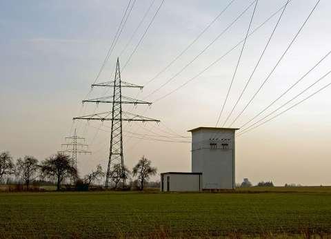 إصابة كهربائي سقط به برج كهرباء خلال إصلاح عطل بشبين القناطر