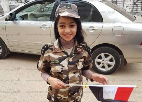 """""""توتا"""".. طفلة بالزي العسكري في الانتخابات بالبحيرة """"أحلى حدوتة"""""""