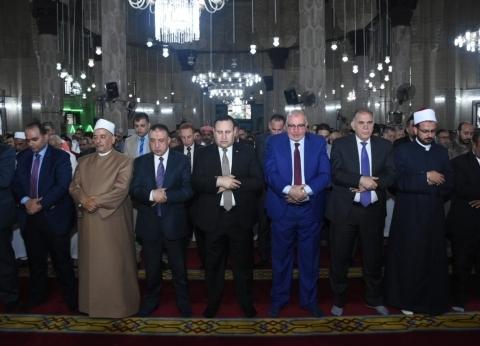 محافظ الإسكندرية يشارك المواطنين صلاة العيد بمسجد أبو العباس المرسي