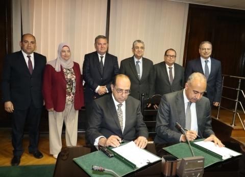 «الكهرباء» توقع بروتوكولا مع «المصرية للسياحة» لاستخدام الطاقة الشمسية