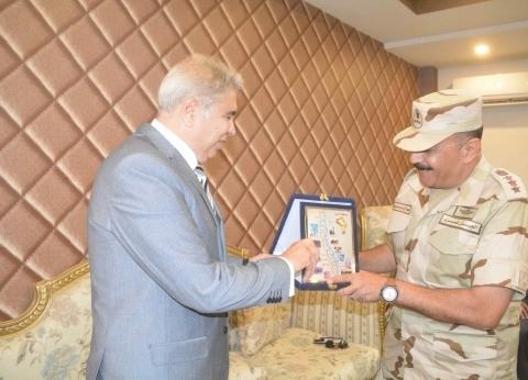 محافظ المنيا يزور المطار ومنطقة التجنيد في الذكرى الـ45 لنصر أكتوبر